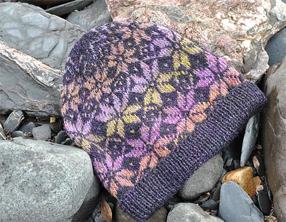 Norwegian Knitting Patterns : Norwegian Star Hat in Stranded Knitting - Knitting Squirrel