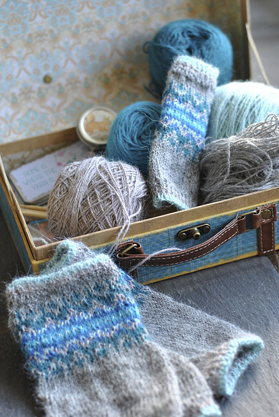 What-is-in-your-knitting-box-1web