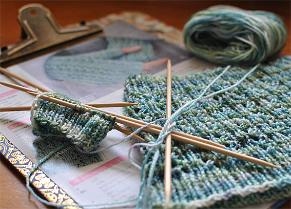 Aqua-Ripples-Cowl-Mitts-1web