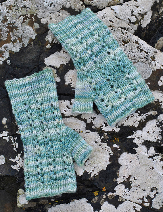 Aqua-Ripples-Cowl-Mitts-3web