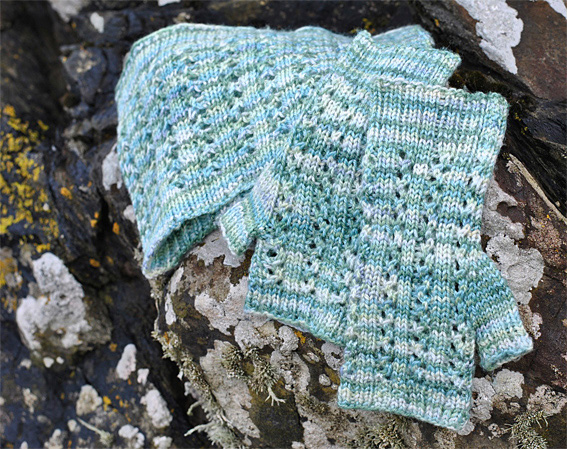 Aqua-Ripples-Cowl-Mitts-4web