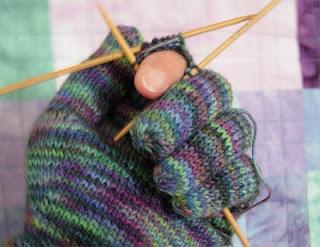 Revisit-Araucania-Gloves-2web