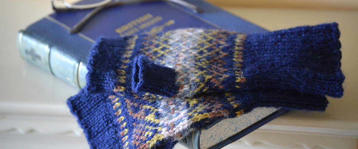 Blue-Fair-Isle-Fingerless-Mitts